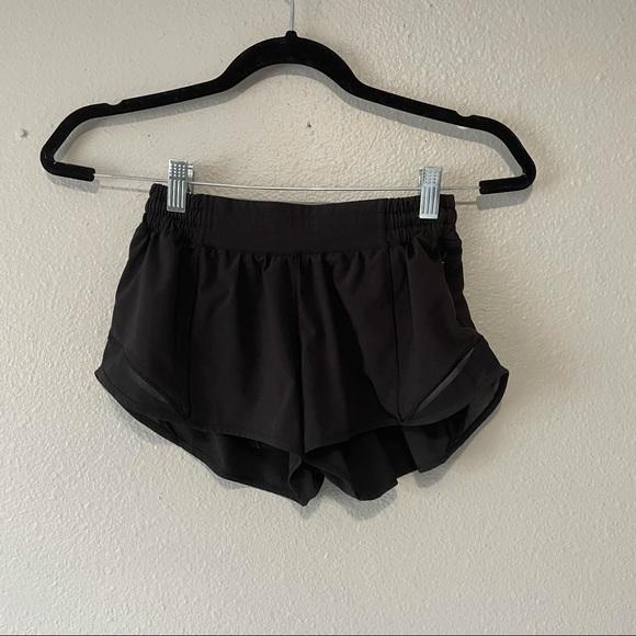 """Lululemon Hotty Hot Short II *2.5"""" Black size 4"""